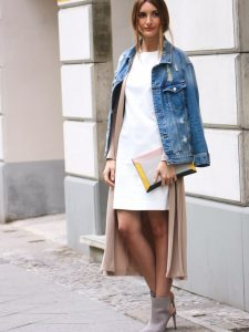 vestido blanco con accesorio