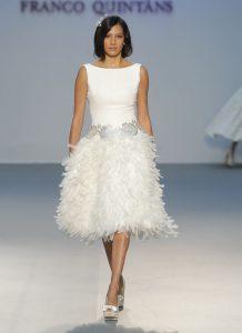 vestido vintage con plumas